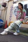 """画像12: 【野性爆弾・くっきー × ZIG UR IDOL】 """"カミカゼクニコ"""" フルプリントニット (12)"""